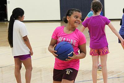 kids playing basketball in the lansing center