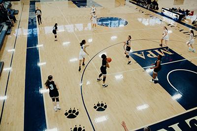 girls basketball in the lansing center