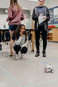 8th grade students watching a robot